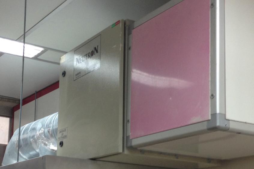 Motor de extracção de ar de laboratório