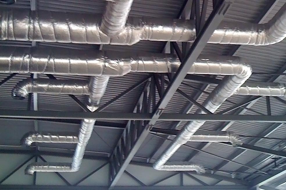 instalação de sistema de condutas de ar condicionado em pavilhão da mercedes